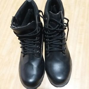 Rugged outback men's black work boots size 10W